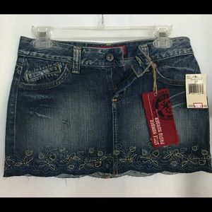 NWT Guess Jeans Mini Skirt Size 27, Embroidered